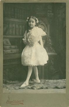 Miss Peregrine's Home for Peculiar Children -- Olive? Vintage Children Photos, Vintage Pictures, Old Pictures, Vintage Images, Old Photos, Memento Mori, Antique Photos, Vintage Photographs, Portraits Victoriens