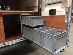 Idee: Berli-Camperbox mit Lattenauszug - Berlingo-Forum Mini Camper, Bus Camper, Camper Life, Van Storage, Camper Storage, Camping Diy, Auto Camping, Camp Kitchen Box, Van Racking