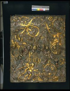 Embossed gilt leather panel with a feston of fruit and flowers, foliage, grapes, pomegranates and other fruit, amid which are three putti and various animals (snail, birds, insects). The gilt and silvered pattern on a green ground, partly heightened with a green and red glaze. The bottom edge has an edging strip. ca. 1671-1677, Amsterdam | Elle, Herman and Israel | V Museum, London