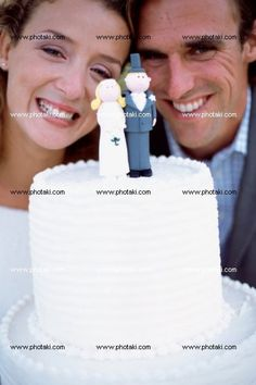 http://www.photaki.com/picture-newlyweds-with-wedding-cake_1323444.htm