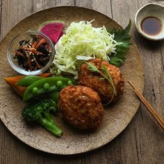 Instagram 上的 ミチル/Michiru:「 ・ ・ おはようございます☺︎ ・ @kondate.tv さんに掲載していただいた 鶏とおからのおかか衣メンチカツレシピを 紹介させていただきます。 ・ (レシピ考案は私ですが、 動画制作は@kondate.tvさんです) ・ ・ ーーーーーーーーーーーーーーーーーーーー ・… 」