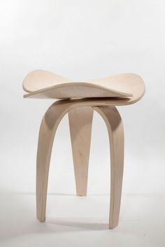 Scaunul Trio, taburet modern, design: Andrea Quirós-Balma, revista Casa lux