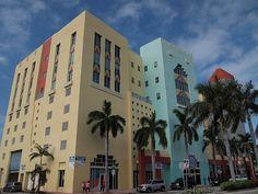 Art deco building #1 Miami Art Deco, Art Deco Buildings, Renaissance, Building A House, Architecture, Painting, Design, Arquitetura, Painting Art