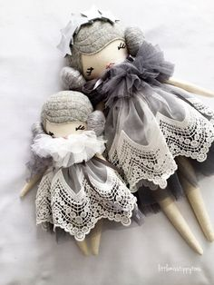 New to the Little Miss Tippy Toes range is the sweet Sister Set. Consisting of a Petite and a Tiny Tippy Toes. Petite Tippy Toe stands at approx. Doll Crafts, Diy Doll, Handmade Toys, Handmade Crafts, Doll Toys, Baby Dolls, Diy Cadeau, Fabric Toys, Sewing Dolls