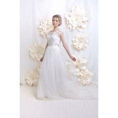 Robe de mariée, top en dentelle, jupe en tulle