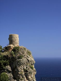 Torre del Verger - Built in the 17th century to the anti-piracy Torre del Verger (Torre de Ses Animes also, Tower of souls, called) is located on the coastal road between the towns of Banyabulfar and Estellencs.