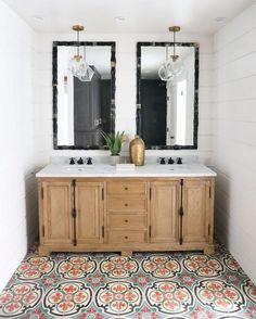 salle de bain et idée déco avec meuble bois et carrelage de sol
