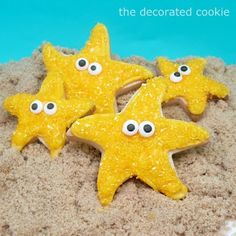 How to decorate easy starfish cookies with royal icing, sprinkles, and candy eyes -- A fun summer treat or beach party idea. Star Cookies, Cute Cookies, Royal Icing Cookies, Owl Cookies, Biscotti Cookies, Baby Cookies, Iced Cookies, Cupcakes, Cupcake Cookies