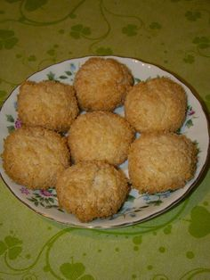 Cristina's world: Biscuiti simpli si deliciosi, cu cocos Cookies, Desserts, Food, Crack Crackers, Tailgate Desserts, Deserts, Biscuits, Essen, Postres