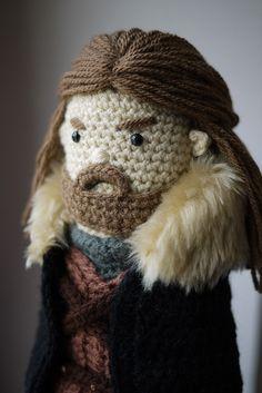 Ned Stark - Game of Thrones. Winter is Coming. Crochet Game, Crochet Cross, Cute Crochet, Beautiful Crochet, Knit Crochet, Crochet Amigurumi, Amigurumi Patterns, Amigurumi Doll, Crochet Dolls