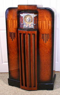 Midwest Model DD-18 Console Radio (1936)