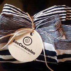 #loscaracoles #estiloloscaracoles #estampa #listras #azul #branco #tecido #style #modacuritiba #moda #curitiba #fashion #estilo #lencofeitoamao #scarfs #lencos #gola #handmade