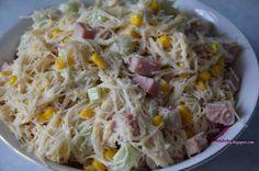 Sałatka z makaronem ryżowym i szynką