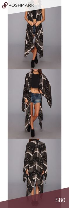 """✨RARE✨Free People Kimono Duster Free People Mixed Print Kimono Duster. The best part about this piece is that it's convertible—you can wear it with or without sleeves! When sleeveless, you can let the sleeves drape naturally at the sides, or you can tie them together in front.  🔸100% Rayon 🔸Size XS/SM (Women's 0-6) 🔸Length: 33 inches. Model is 5'9.5"""" / I am 5'6"""" 🔸Shawl collar & handkerchief hem 🔹Accepting reasonable offers 🔹Bigger discounts with bundled purchase! Free People Tops"""