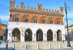Piazza dei Cavalli (il centro storico)