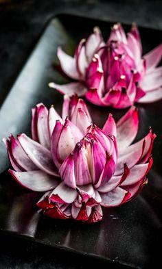 By Perinneruokaa Prkl Onion Flower, Food Carving, Onion Recipes, Creative Food, Food Presentation, Food Plating, Diy Food, Soul Food, Food Hacks