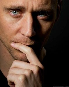 Stare into s eyes and tell me you havent fallen in love with him P. Loki deserved better is all Im saying smh BRING HIM BACK Loki Marvel, Marvel Actors, Loki Thor, Loki Laufeyson, Marvel Characters, Tom Hiddleston Loki, Thomas William Hiddleston, Hiddleston Daily, Toms