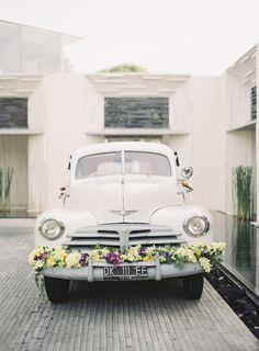 Mariage voiture et fleurs...