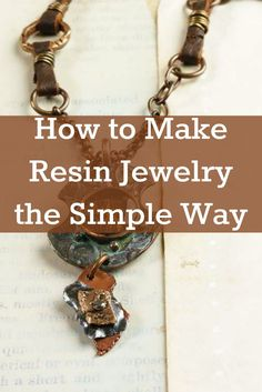 Making resin jewelry is easier than you think with these 3 FREE projects! #resinjewelry #jewelrymaking #DIY