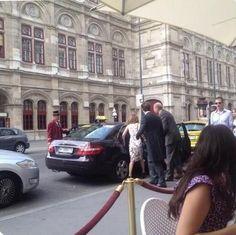 Emma leaving her hotel in Vienna - 3