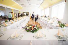 Zahradní a krajinářská architektura, zakázková floristika - Letem květem foto: Kateřina Ševčíková spolupráce: Ing. Daniela Rybová #svatba #svatbapraha #svatbaceskarepublika #svatebnikvetinypraha #svatebnidekorace #svatebnikytice #korsaz #weddingflower #weddingbouquets #flowerdecoration #yourweddingday Table Settings, Place Settings, Tablescapes