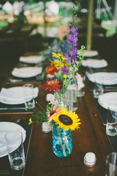 [tps_header]Flowers can be an expensive wedding detail, but as any savvy bride knows there are many ways to have creative and personal wedding elements on a budget. Freshly picked wildflowers in centerpieces, bouquets...