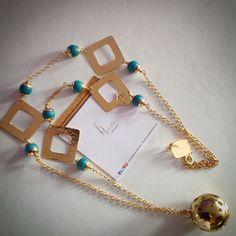 Collar largo en cobre con gemas y baño de oro. @finamoncada en Instagram