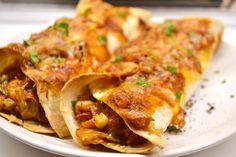 Zöldséges enchilada recept Vegan Tortilla, Enchiladas, Hot Dogs, Cheddar, Hamburger, Sandwiches, Chili, Tacos, Gluten
