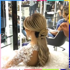 On your wedding day you should look like yourself at your most beautiful 😍😘 - You are in the right place about diy clothes Here we offer you the most beautiful pictures about t - Super Cute Hairstyles, Creative Hairstyles, Vintage Hairstyles, Wedding Hairstyles, Curly Hair Styles, Natural Hair Styles, Hair Cutting Techniques, Vintage Curls, Simple Ponytails