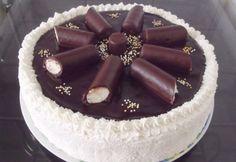 Túrórudi torta SüniSüti konyhájából Hungarian Desserts, Hungarian Cake, Best Cake Recipes, Cupcake Recipes, Dessert Recipes, Tea Cakes, Cupcake Cakes, Coconut Brownies, Torte Cake