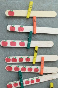 Easy number and counting activity with apples! Could change to make for any season or keep it simple for year round use