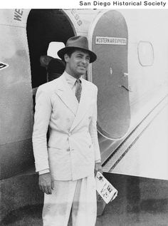 Classic Look-Cary Grant Traveling in a Double-breasted Linen Suit
