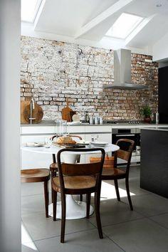 backstein tapete rustikale küchenrückwand ziegelstein tapete holzmöbel
