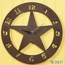 love this primitive star clock! Kitchen Wall Clocks, Rustic Wall Clocks, Wooden Clock, Texas Star Decor, Texas Home Decor, Rustic Theme, Western Decor, Western Wall, Western Theme