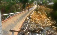 Tragedia in Vietnam: crolla un ponte, muoiono otto persone #vietnam #ponte #crollo #morti #corteo