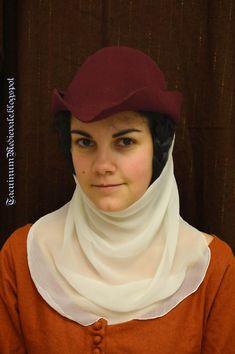 Tacuinum Medievale: Il cappello a punta nell'abbigliamento femminile / The bycocket in women's garb