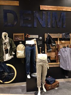Pineado por Pilar Escolano #retail #windows # visual Denim Display at Bloomingdales