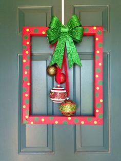 más y más manualidades: Recicla un viejo marco y conviertelo en un bello adorno navideño
