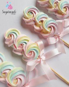 Meringue Pavlova, Meringue Desserts, Meringue Cookies, Cupcake Piping, Lollipop Recipe, Yummy Ice Cream, Ice Cream Party, Dessert Buffet, Cake Decorating Techniques