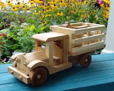 Old-fashioned style farm truck comes with a cow, hay bale, bucket and a milk container. The rear gate is removable. Woodworking Furniture Plans, Woodworking Toys, Toys For Boys, Kids Toys, Wooden Toy Trucks, Wood Projects That Sell, Farm Trucks, Wood Toys, Tractors