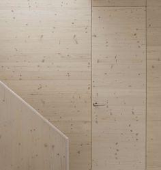 åpent hus: innerdører med en vri / doors with a twist Space Architecture, Architecture Details, Plywood Interior, Casa Loft, Appartement Design, Ludwig Mies Van Der Rohe, Door Detail, House Doors, Cabin Design