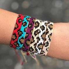 Woven beads I needed to show you how to make a bracelet with natural stone and leather thread with video. Loom Bracelet Patterns, Bead Loom Bracelets, Beaded Wrap Bracelets, Bead Loom Patterns, Bracelet Crafts, Beaded Jewelry Patterns, Beading Patterns, Handmade Bracelets, Beading Ideas