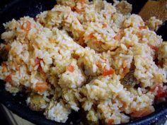 - Филе белой рыбы (можно любую, но нам больше всего нравится треска, хек или минтай) - Помидоры (где-то 4-5 шт. среднего размера) - Рис - Мука - Белое вино - Соль, специи