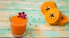 Receita de smoothie de cenoura e mamão. Ver benefícios para a saúde, lista de ingredientes e modo de preparo, rende para 2 pessoas. Sem glúten e rico em: