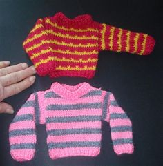 sweaters and vests for dolls (free tutorial - DIY) - tutolibre - Poupée Knitting Dolls Clothes, Crochet Barbie Clothes, Doll Clothes, Habit Barbie, Nancy Doll, Barbie Dress, Couture, Pulls, Clothing Patterns