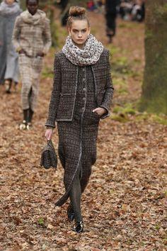 Chanel, inverno 2019: floresta encantada - Vogue | Desfiles
