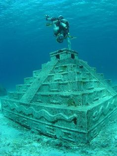 Exploring under the sea.Scuba Diving in Cozumel Oh The Places You'll Go, Places To Travel, Foto Picture, Underwater City, Underwater Photos, Cozumel Mexico, Cancun, Underwater Photography, Nature Photography