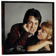 Beatlemaníaca desde eu ainda me surpreendo com fotos incríveis dos Beatles [e que eu NUNCA tinha visto na vida]. Beatlemaniac since I am still surprised by incredible pictures of the Beatles [and that I had NEVER seen in my life]. Great Love Stories, Love Story, Linda Eastman, Band On The Run, Blackbird Singing, Paul And Linda Mccartney, Sir Paul, Rock N Roll Music, The Fab Four