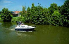 Wer jetzt ein Boot hat, hat`s gut. ... Denn der kann auf`s Wasser gehen, bzw. im Wasser fahren. Und sich so vielleicht etwas abkühlen. Wir anderen halten uns draußen dann eben im Schatten auf. Und genießen herrliches Pfingstwetter. Macht was draus. :-)