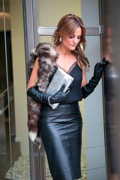 Black Leather Gloves, Leather Pants, Leather Outfits, Long Leather Skirt, Leather Skirts, Elegant Gloves, Elegantes Outfit, Long Gloves, Dress Gloves